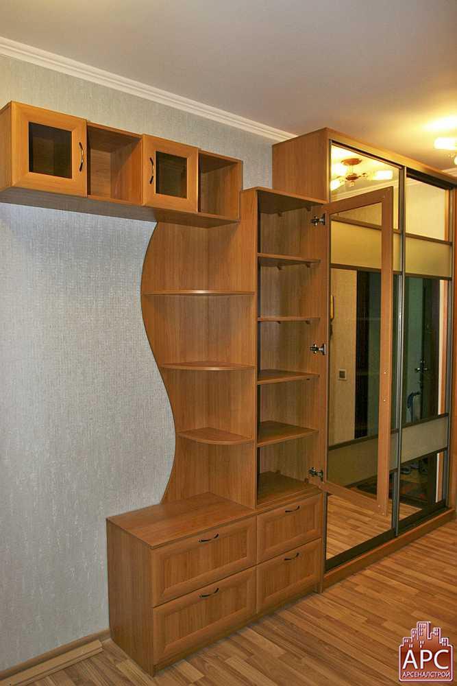 Встроить шкаф в прихожую дешево