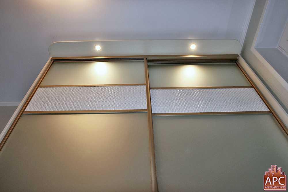шкаф витрина с подсветкой
