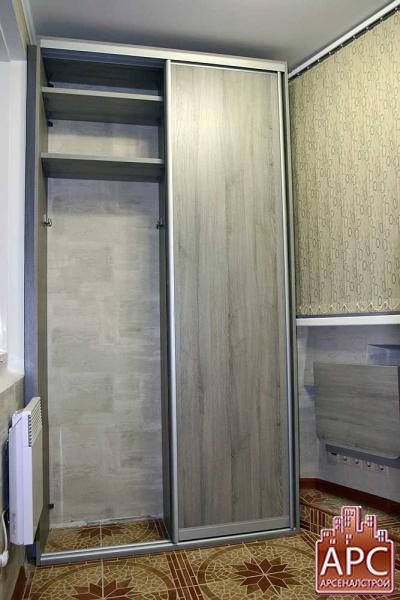Встроенный шкаф купе спроектированный и изготовленный для лоджии под заказ.