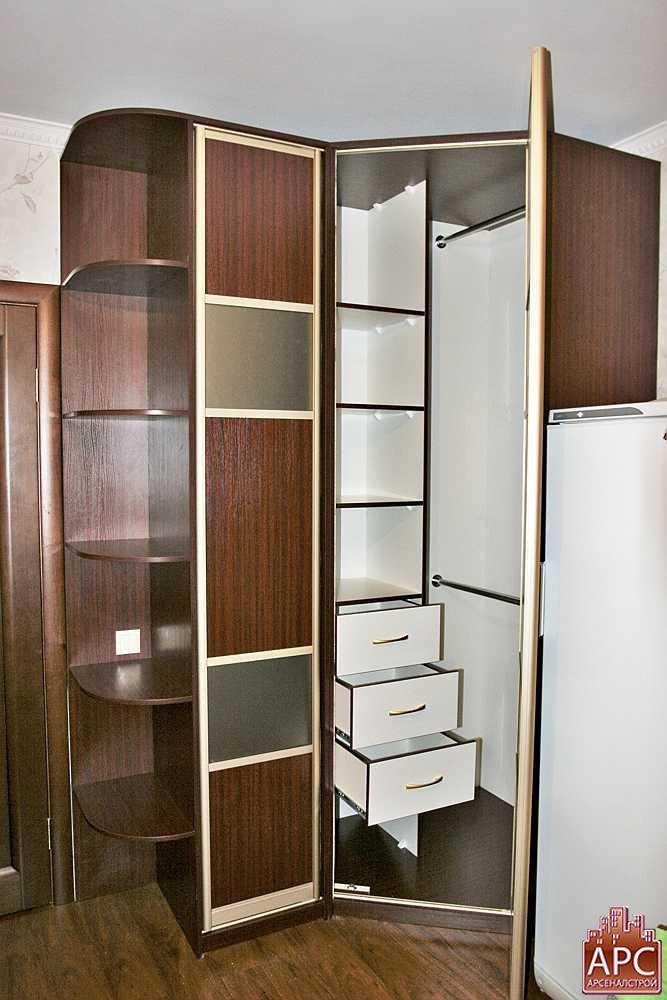 Угловые шкафы в комнату в подмосковье