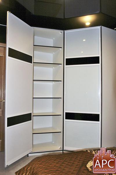 шкаф-купе с тематическим рисунком на дверях