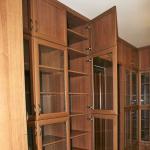 Книжный шкаф со стекляными дверями