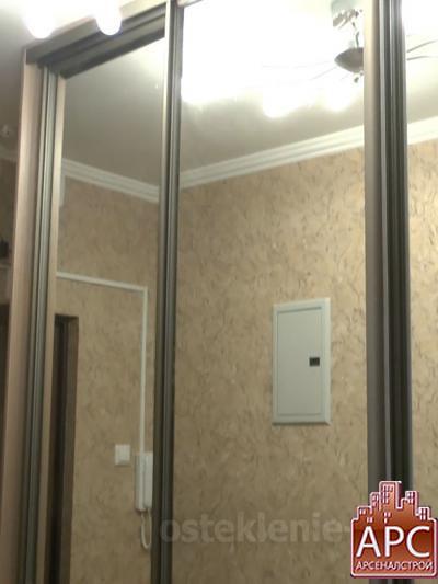 Шкаф-купе с зеркальными дверями на заказ