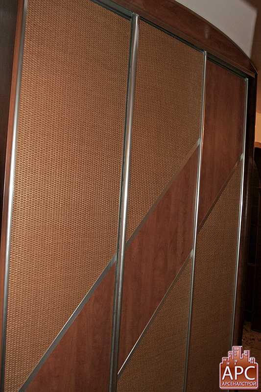 Шкафы купе в прихожую с комбинированными дверями., видео.