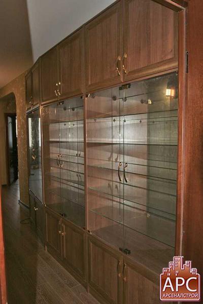 Шкаф с сервантом для коллекции моделей