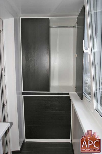Комбинированный шкаф для лоджии изготовленный на заказ.