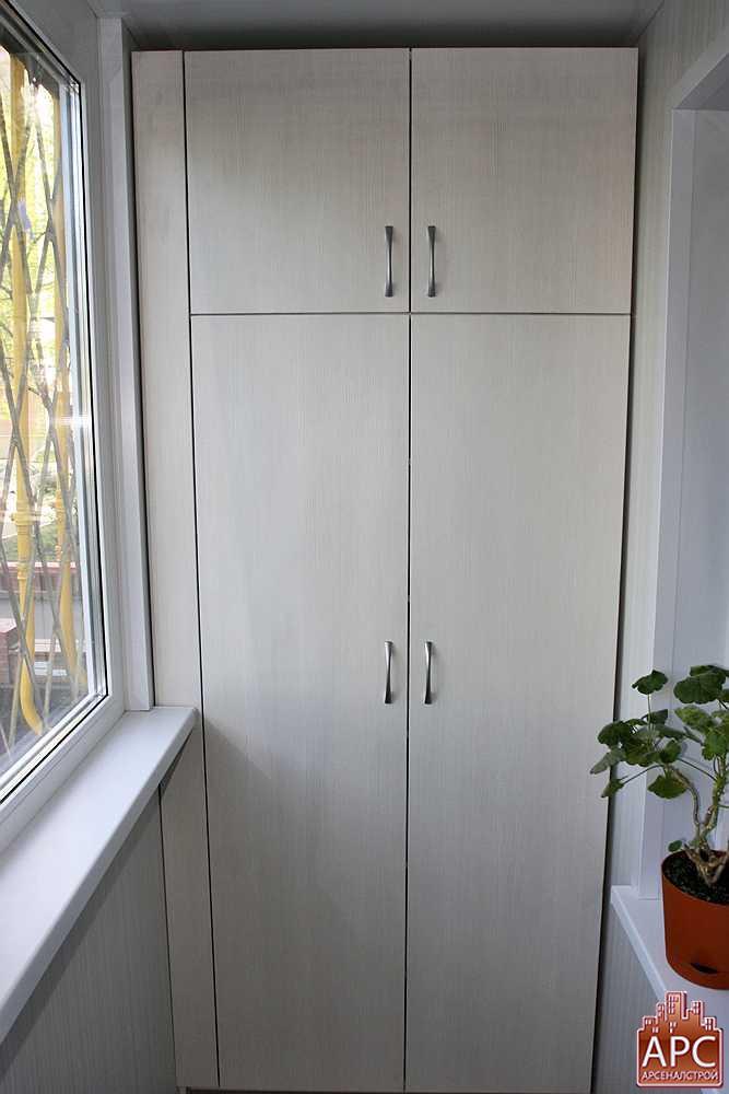 Модели шкафов для маленькой лоджии..