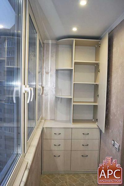 Дизайнерский шкаф изготовленный для лоджии под заказ.